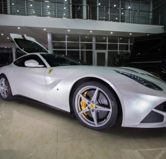 法拉利458电光金属白+拉花