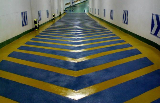 地下室停车场的出口