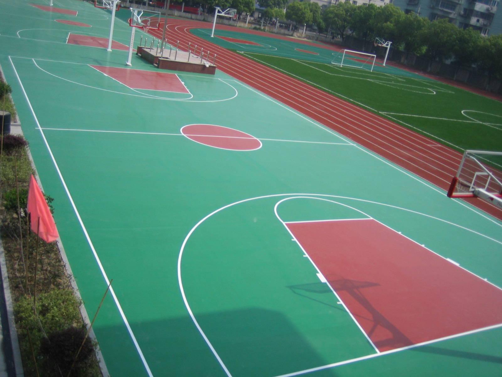 学校的篮球场地面