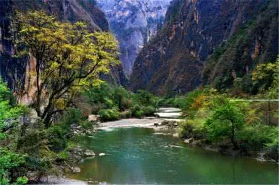 香格里拉大峡谷