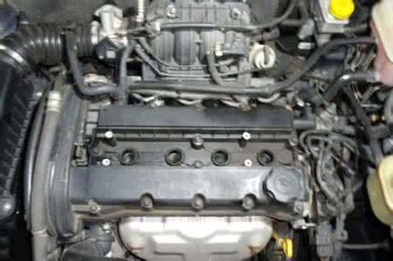 故障表现:启动汽车后,P挡挂入其他档位时,发动机熄火。