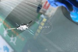 奔驰S600玻璃修复前