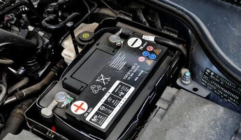 宝马x6蓄电池更换步骤