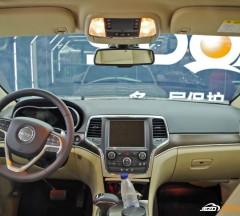白色Jeep琥珀光学玻璃贴膜施工案例