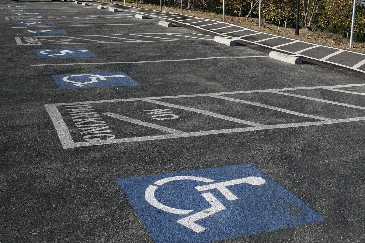 坡道停车位