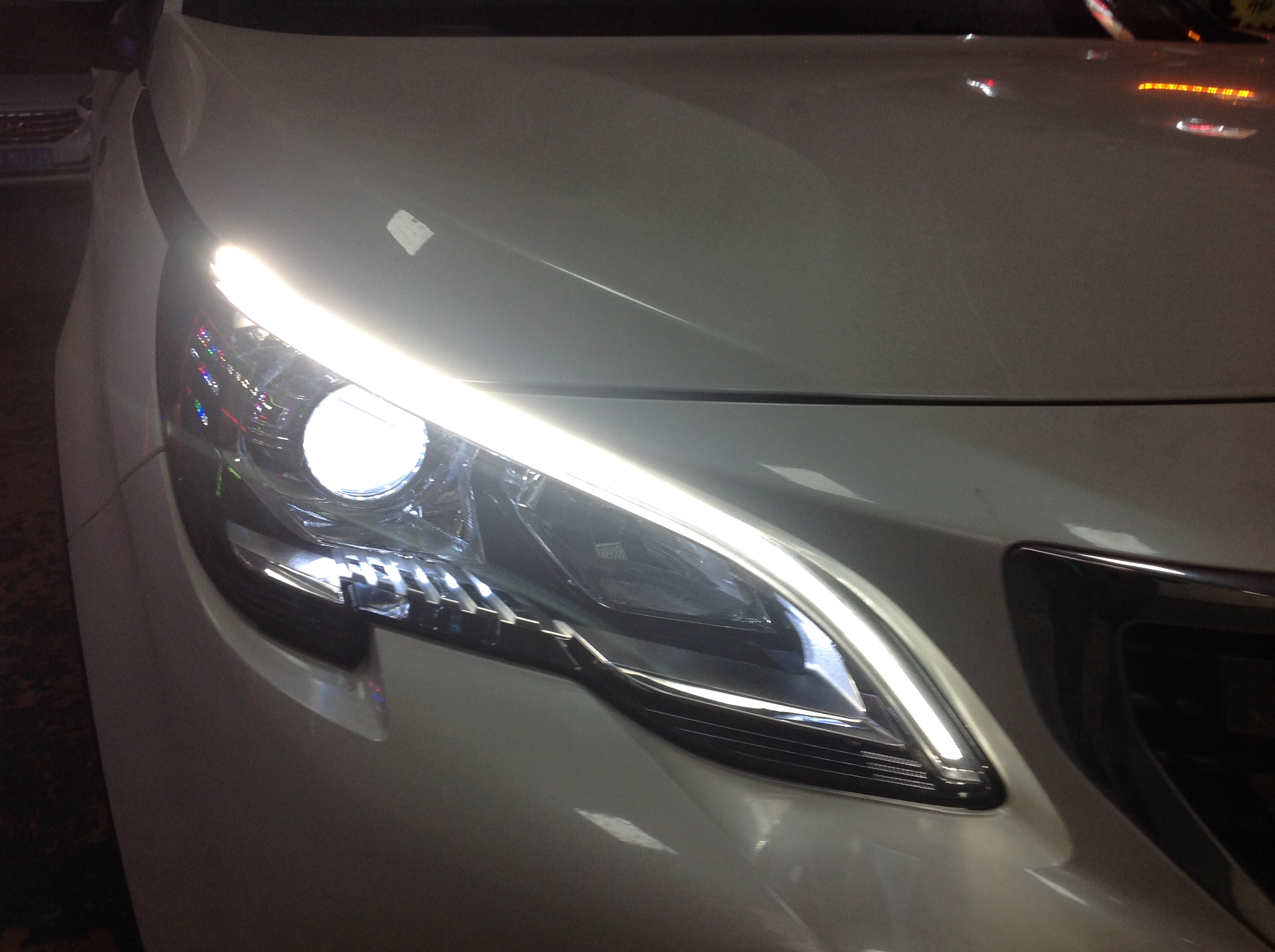 标致408大灯升级海拉5透镜 飞利浦4200k灯泡套装 白色