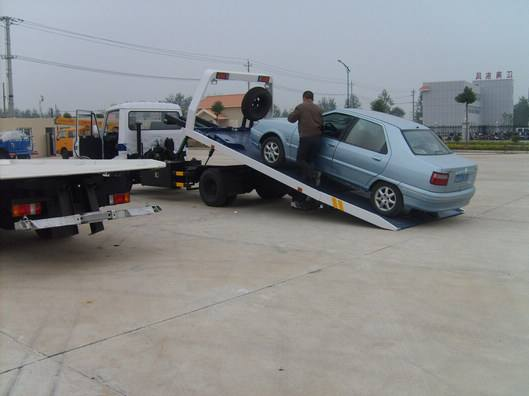 南京拖车公司提供拖车救援服务