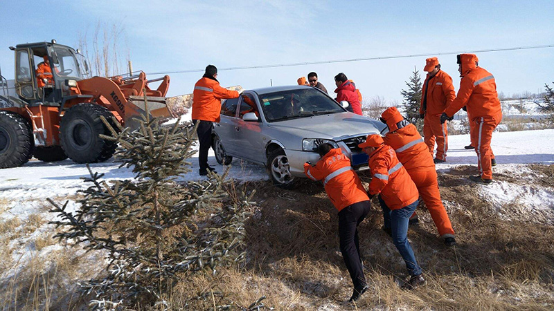 忻州汽车雪地救援案例