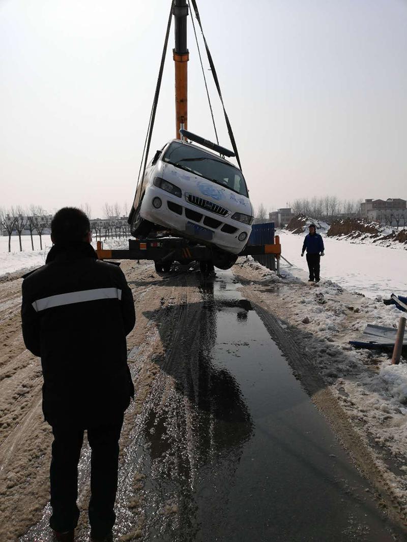 界首汽车吊车救援案例