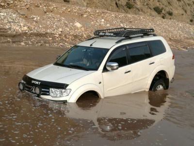 「沂南困境救援」汽车落水拖车服务