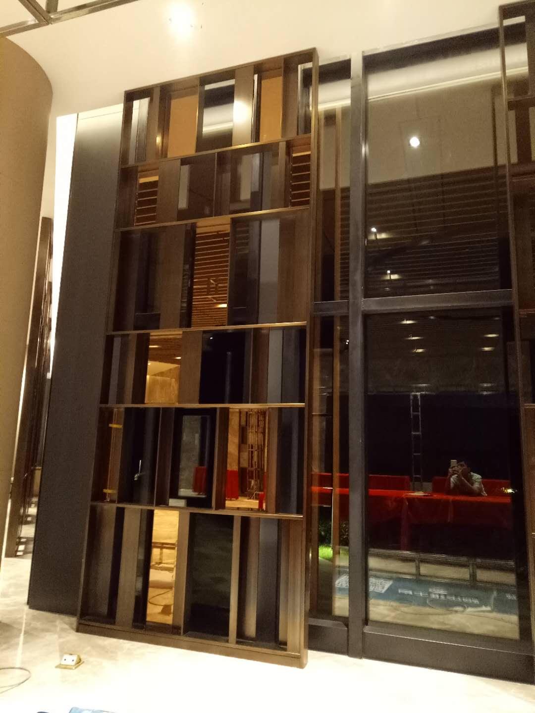 不锈钢屏风定制-佛山专业不锈钢屏风隔断酒柜门套生产厂家