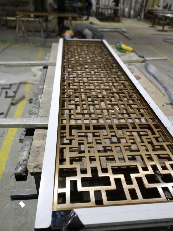 不锈钢屏风展示-佛山专业不锈钢屏风隔断酒柜门套生产厂家