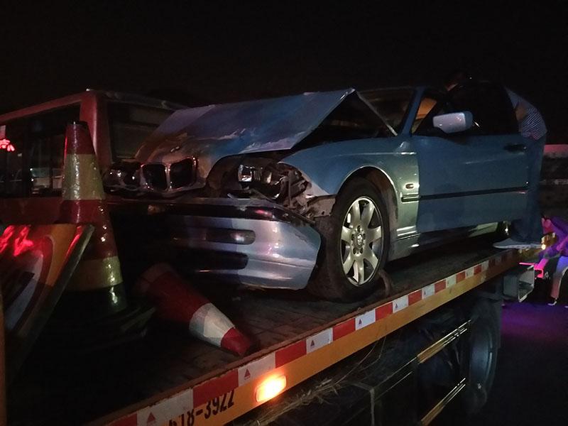 兰州拖车救援:夜间汽车拖车救援