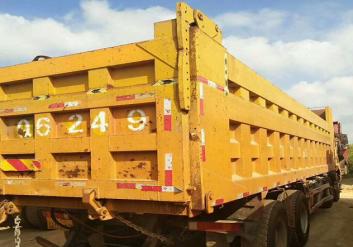 15年9月上户国四375马力8米2车厢。