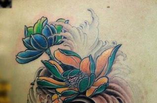 莲花纹身图案的含义是什么 出淤泥而不染