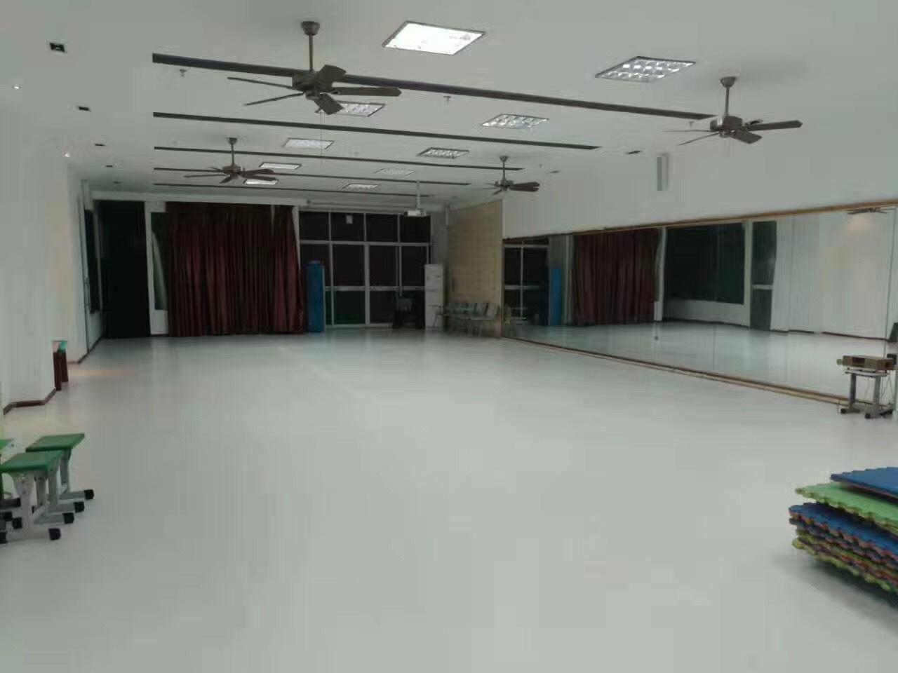 警惕!舞蹈房pvc地板并不是越软就对孩子越好