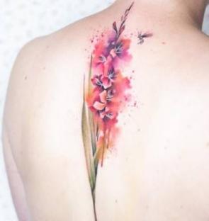 淡淡的水彩色小清新纹身