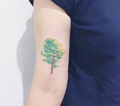 女生夏日的小清新简约纹身