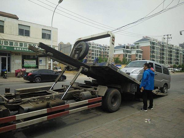 四轮驱动的汽车发生故障需要救援时要怎么拖车?