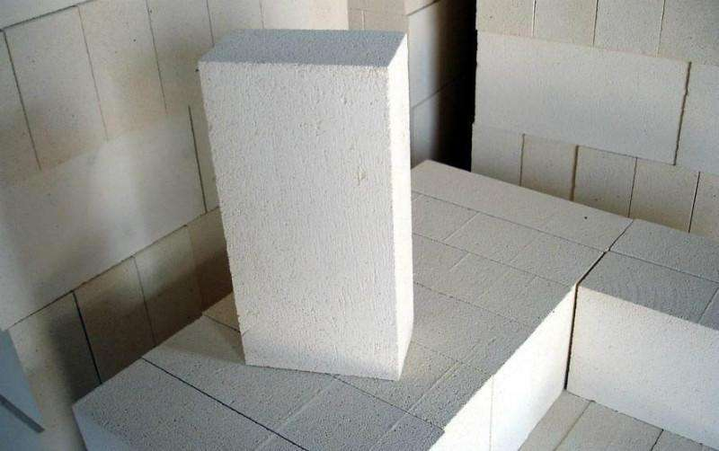 砌墙的时候用轻质砖还是红砖?