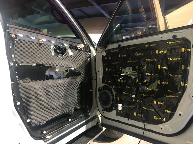 3将丹麦丹拿40周年套装中低音单元安装在汽车前声场原位置