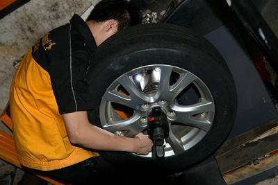 济宁高速救援公司全新的轮胎补漏的方法