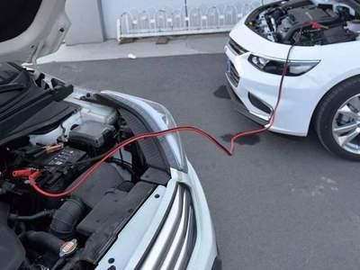 济宁汽车救援公司认为汽车电瓶没电怎么启动?