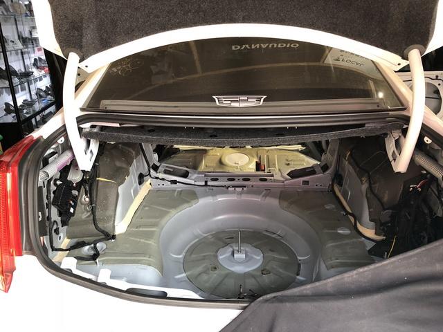 9,由于尾箱是空腔结构,汽车在行驶的时候共振产生的噪声会被无限放大