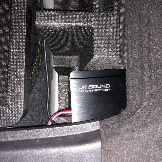 8,优美声480安装在尾箱底部