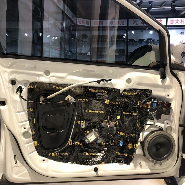 2,使用日本中道隔音材料对门板做双层隔音处理,为声场喇叭创造一个良好的工作环境