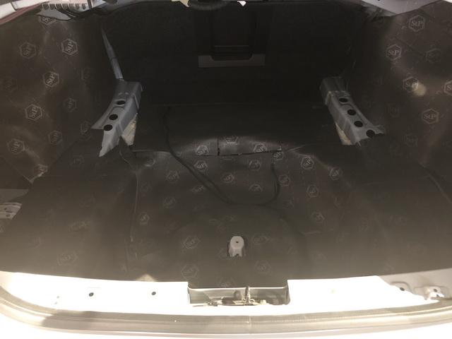 6、使用STP军工08棉和STP航空10记忆棉对尾箱做隔音处理