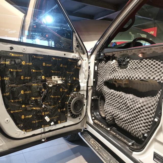 2、使用日本中道隔音材料对门板做隔音处理
