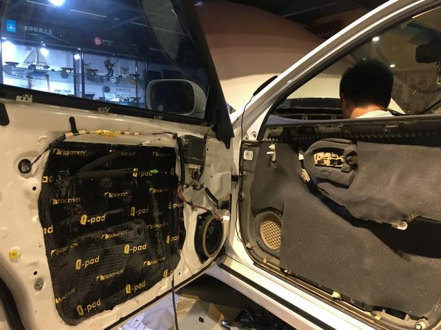8、使用日本中道Q-Carpet7mm对门板内饰盖做隔音处理