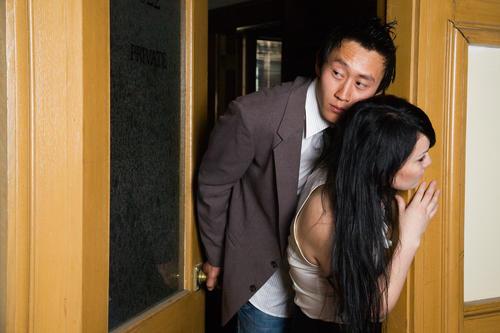 「外遇调查」私家侦探调查女人出轨的3个反应
