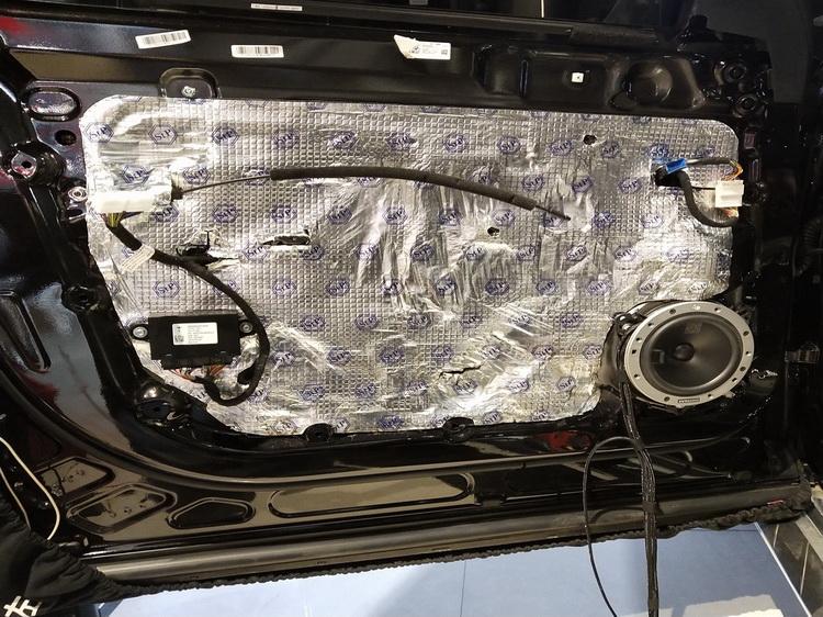 3、使用StP隔音材料地门板做双层隔音处理