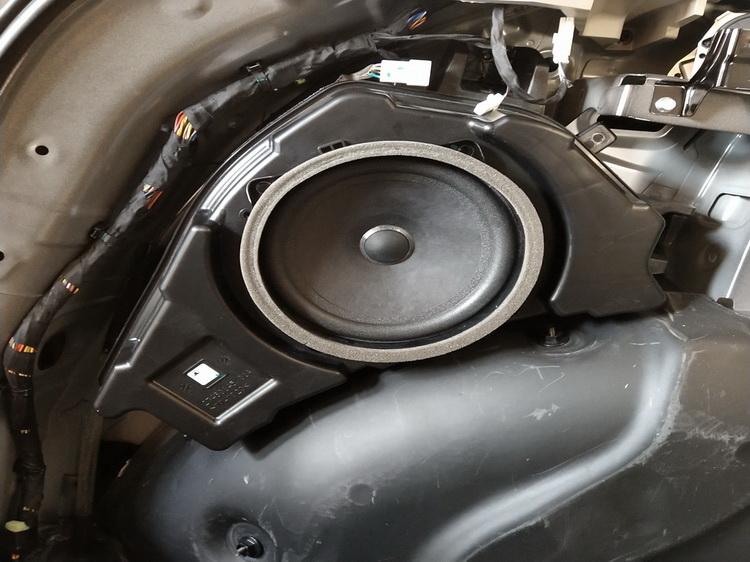 7、原车低音单元