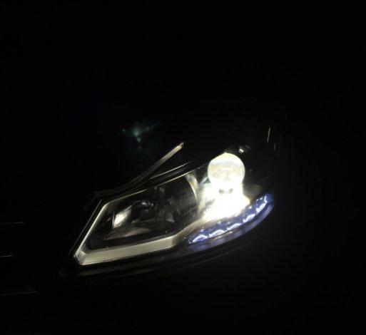 驭胜350车灯改装海拉5透镜欧司朗氙气灯