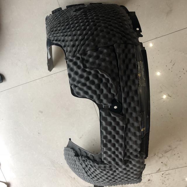 12、使用日本中道Q-Carpet7mm对叶子板做隔音处理