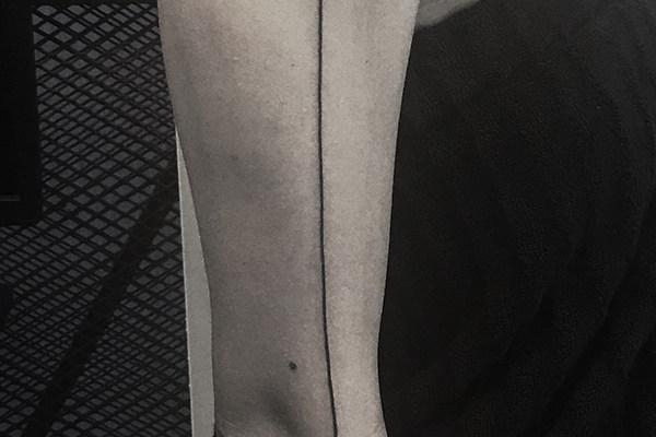 美女简约线条纹身欣赏