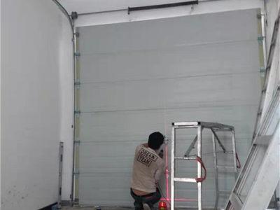 西安翻板车库门安装