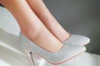 厦门夏季穿高跟鞋会引起灰指甲吗?